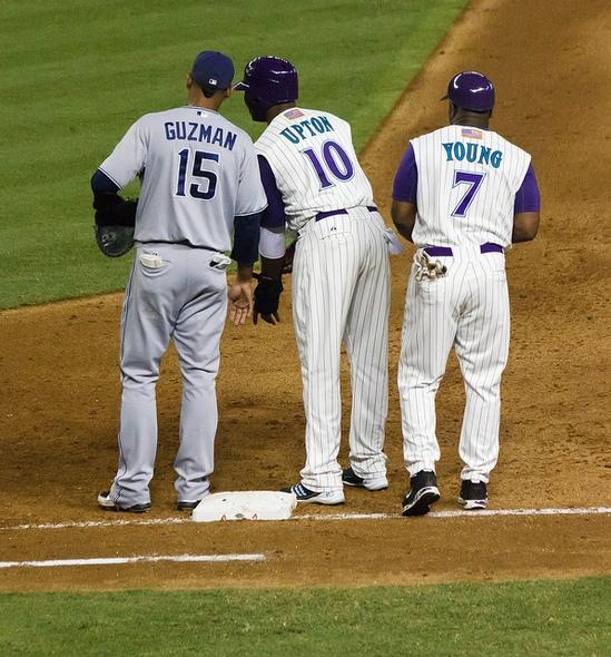 一塁、三塁コーチャーの必要性を...
